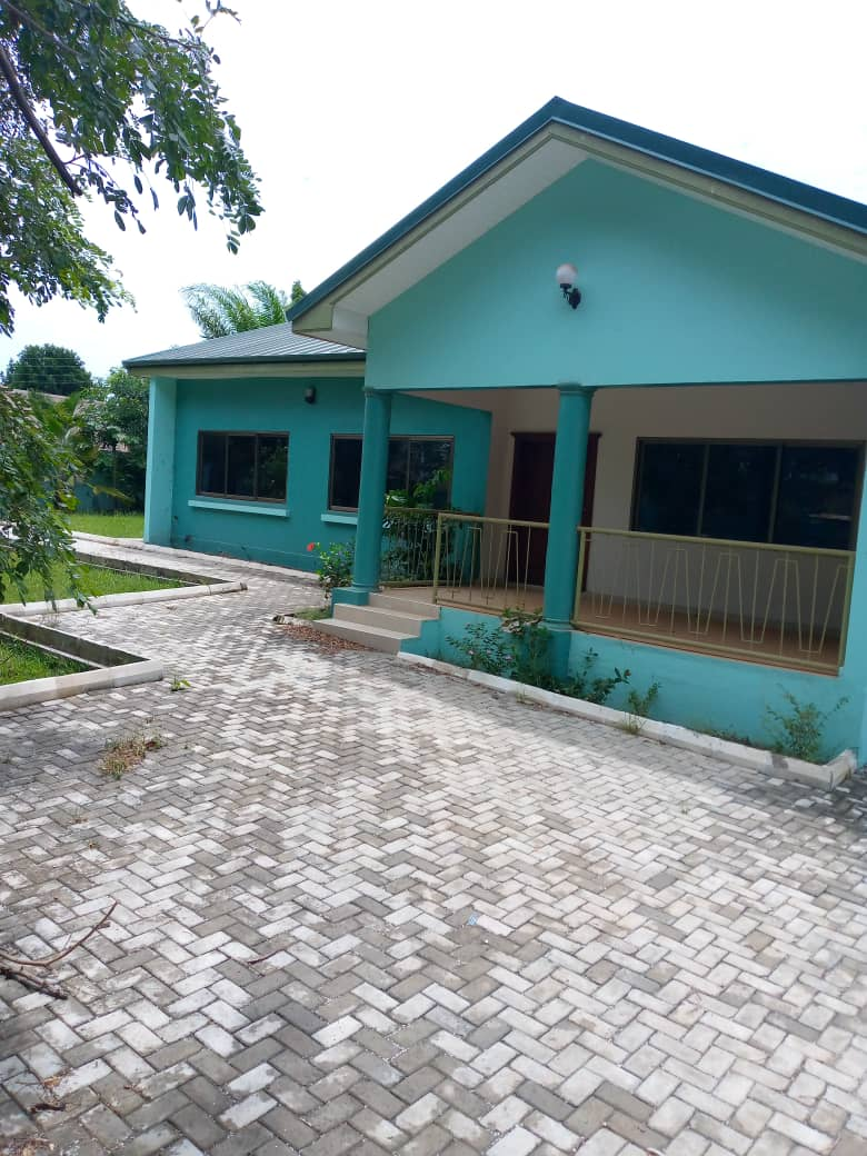 TITLED AND EXECUTIVE 4 BEDROOM HOUSE PLUS SHOP AT DANSOMAN