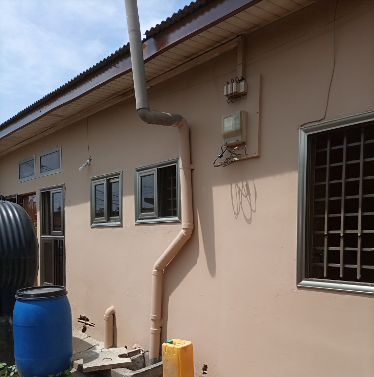 7 BEDROOM HOUSE OF 2 APARTMENTS AT DANSOMAN