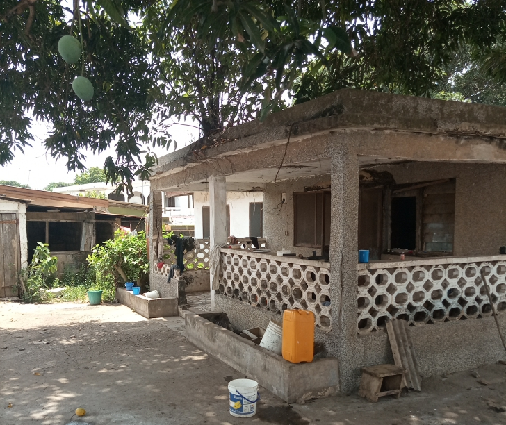 FREEHOLD 2 PLOTS WITH OLD BUILDING AT DANSOMAN