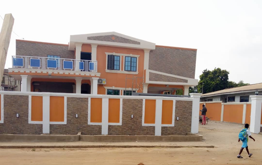 NEW AND EXECUTIVE 5 MASTER STOREY WITH OUTHOUSE AT ASHONGMAN