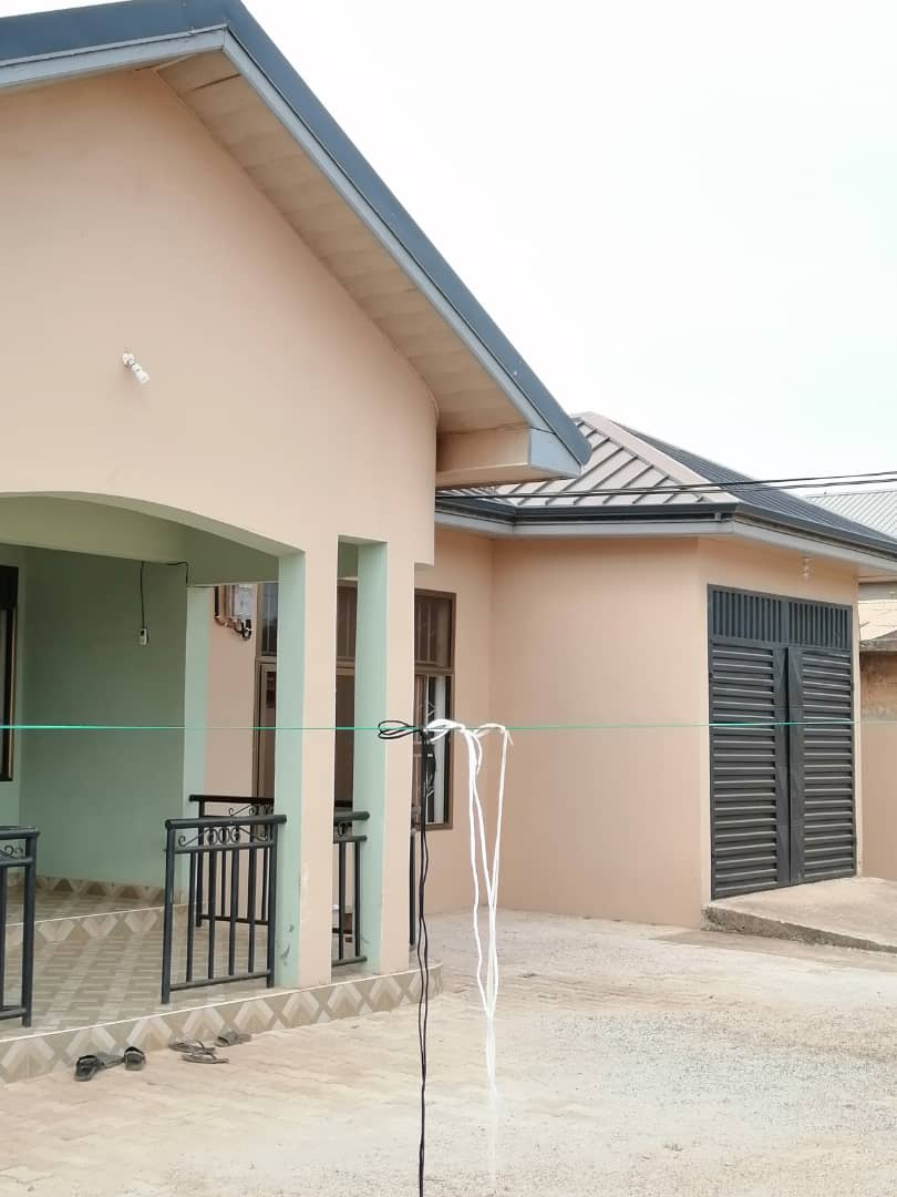 NEWLY BUILT 4 MASTER BEDROOM HOUSE AT NEW BORTIANOR