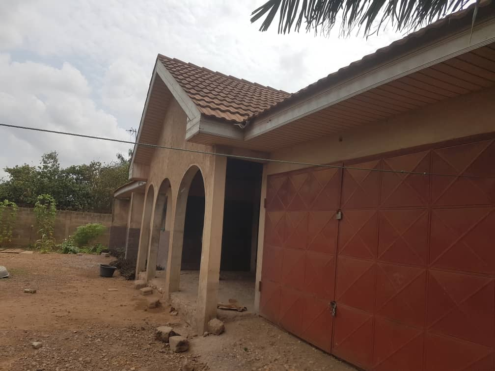 ROOFED 4 BEDROOM HOUSE AT AMRAHIA