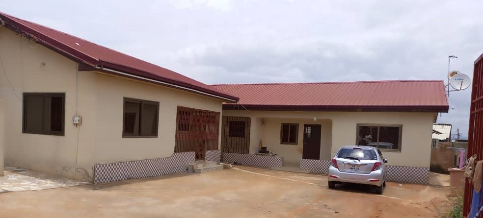 PLUSH REGISTERED 5 BRM OF 3 APARTMENTS TOGETHER WITH SHOP (AGAPE)